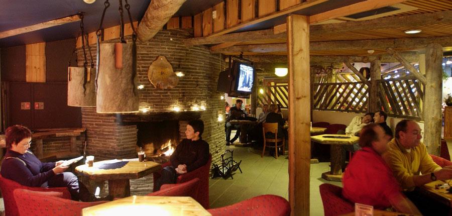 finland_lapland_saariselka_holiday_club_spa_hotel_lounge_fire_place.jpg